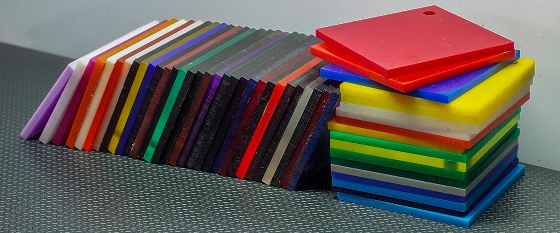 Nhựa mica là gì? Ứng dụng trong thiết kế quảng cáo