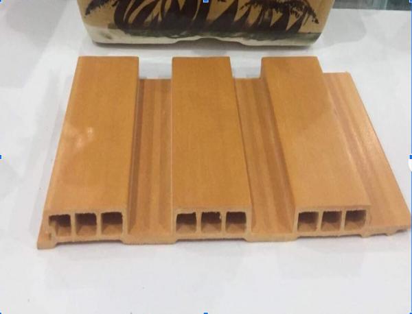 Tấm ốp giả gỗ nhựa sóng