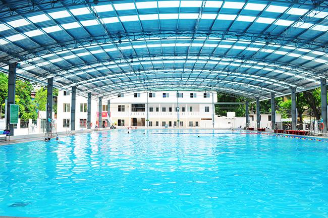 5 lý do nên sử dụng tấm lấy sáng polycarbonate lợp mái vòm hồ bơi